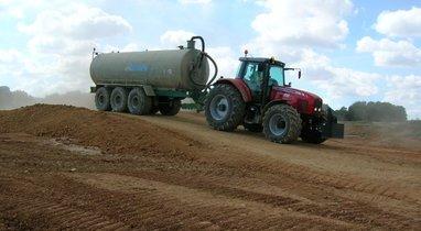 Rental tractor-sprinkler Jeulin Querrieu €200