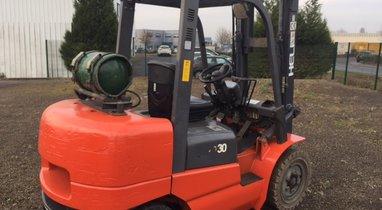 Location chariot élévateur gaz 3 tonnes - Amiens 135€